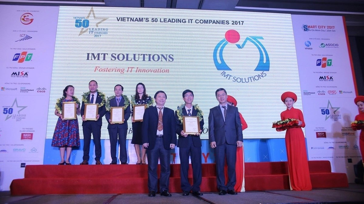 IMT honored as one of the Top Vietnam Sofftware Outsourcing
