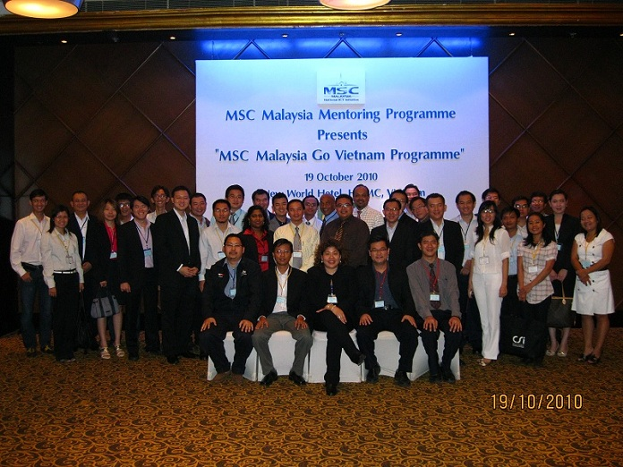 IMT President with MDEC team